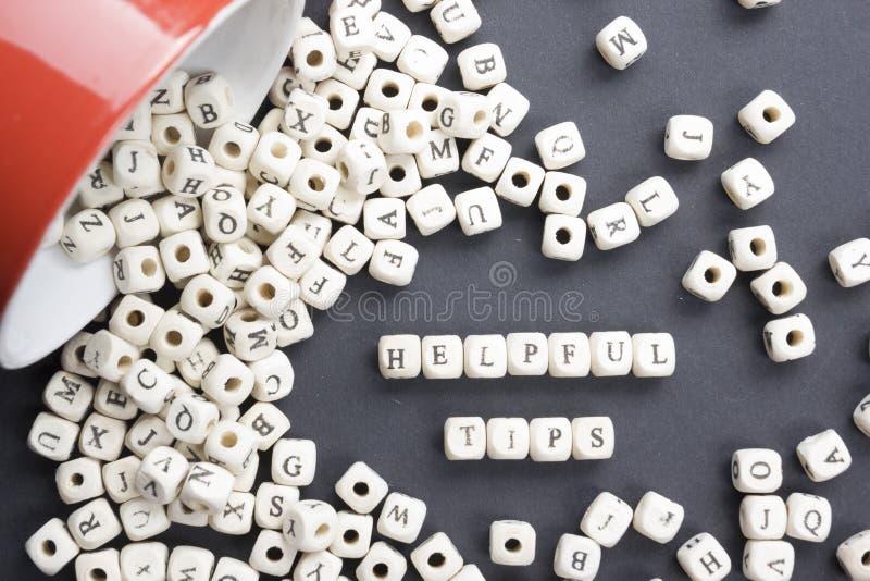 Mot utile d'astuces écrit sur le bloc en bois ABC en bois image stock