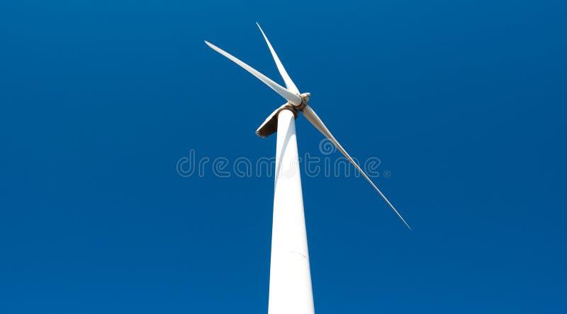 mot wind för turbin för strömskystation royaltyfria bilder