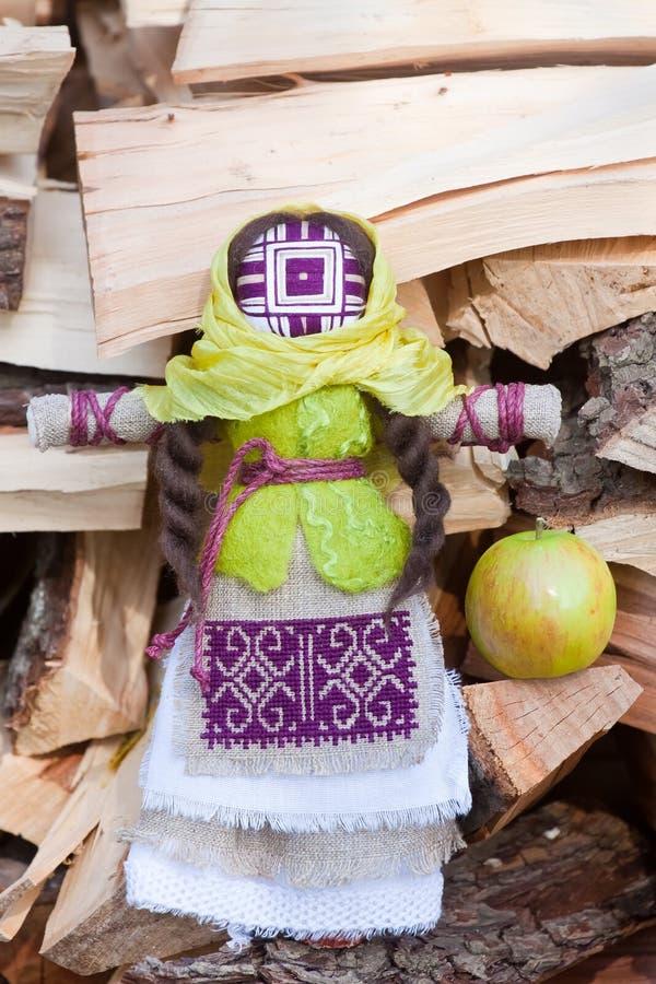 Motanka, giocattolo tradizionale etnico ucraino, bambola di straccio fatta a mano del tessuto, ricordo piega del mestiere fotografia stock libera da diritti