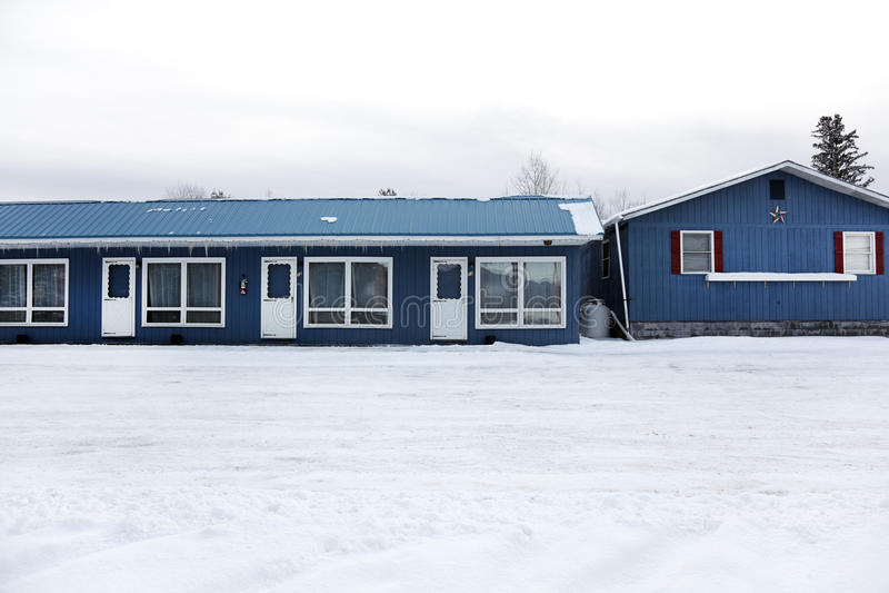 Motel cerrado del invierno fotos de archivo