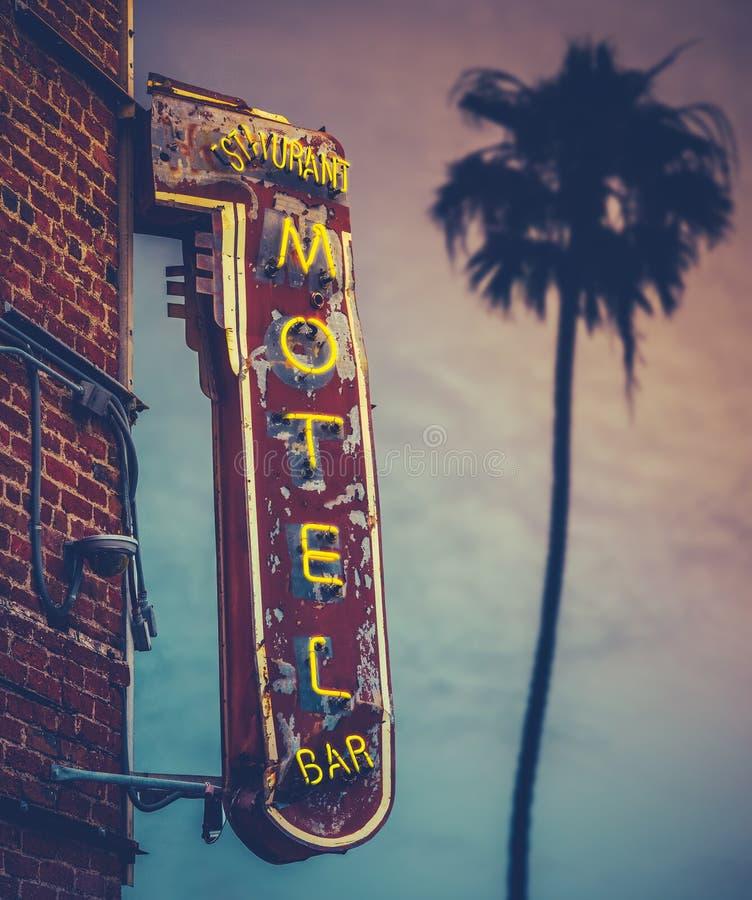 Motel da palma do por do sol imagens de stock
