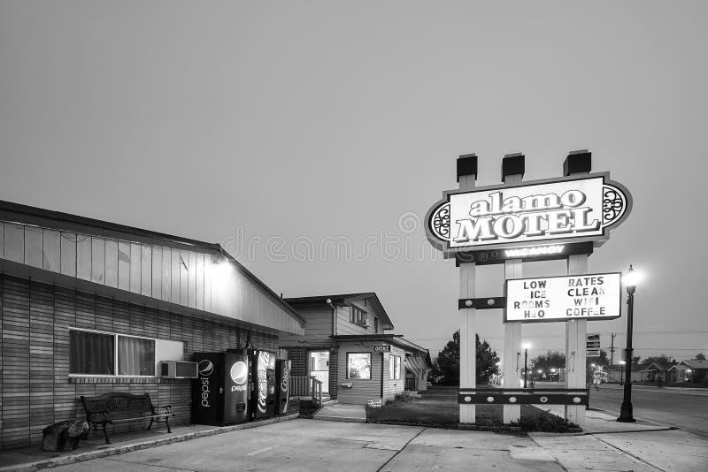 Motel de I-90 en la noche imagen de archivo libre de regalías