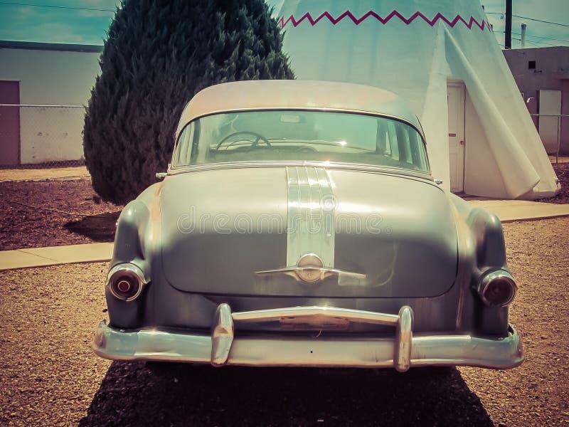 Motel o Arizona da tenda dos carros do vintage imagem de stock