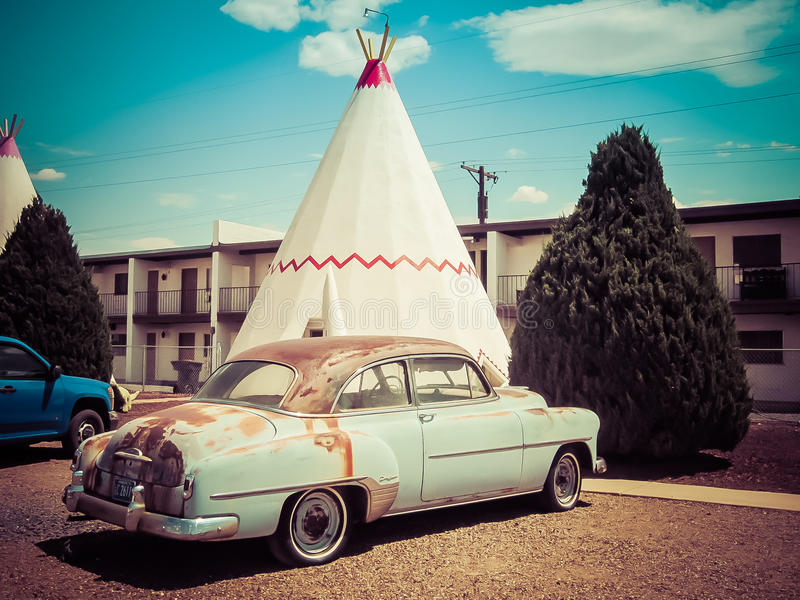 Motell för vigvam för tipitappningbil royaltyfri bild