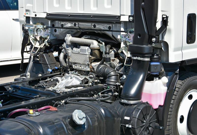 moteur d 39 un v hicule de camion image stock image du pneu type 72391265. Black Bedroom Furniture Sets. Home Design Ideas