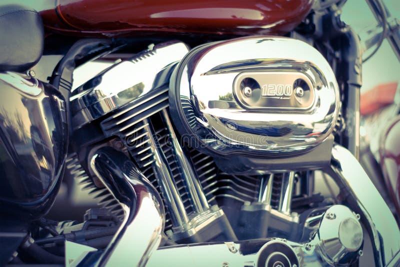 Moteur en gros plan de moto avec le filtre à air photographie stock libre de droits