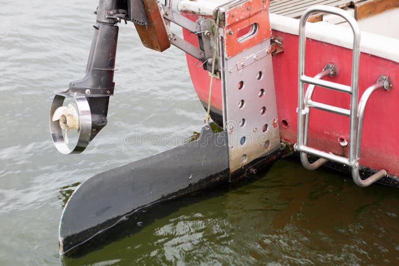 Moteur et yacht& extérieurs x27 ; gouvernail de direction de s Propulsion d'échappement pour inlan images stock
