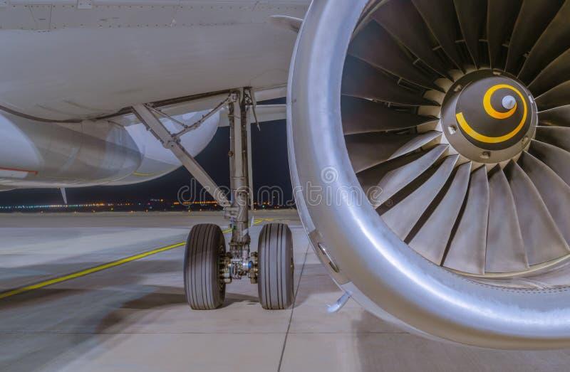 Moteur A320-232, V2500 d'Airbus et train d'atterrissage principal image stock
