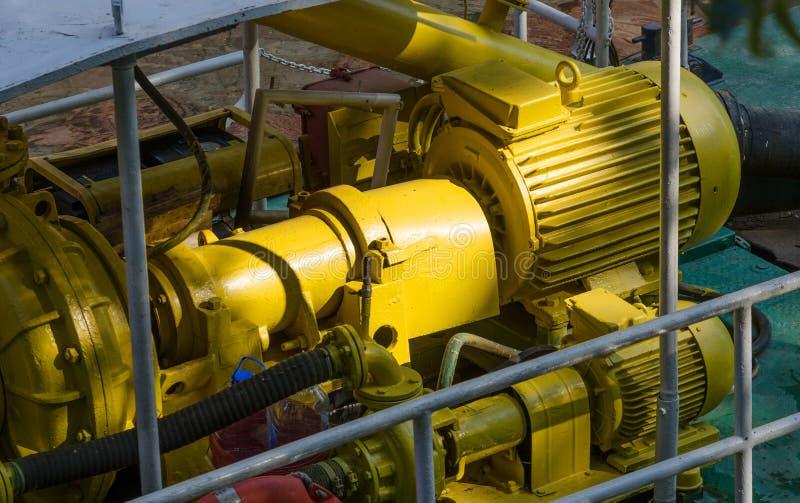 Moteurs électriques conduisant la pompe à eau photographie stock libre de droits