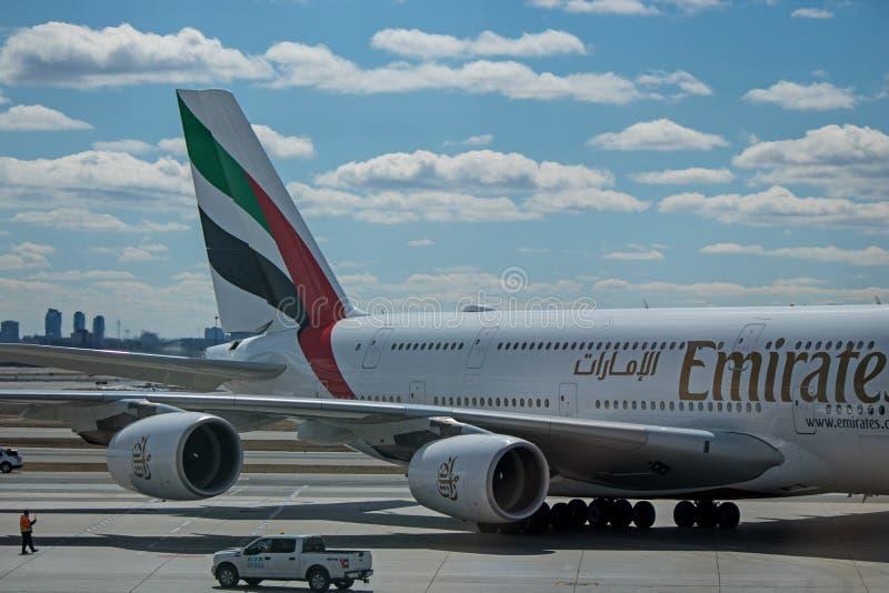 Moteurs, aile et queue d'Airbus A380-800 d'émirats photos libres de droits