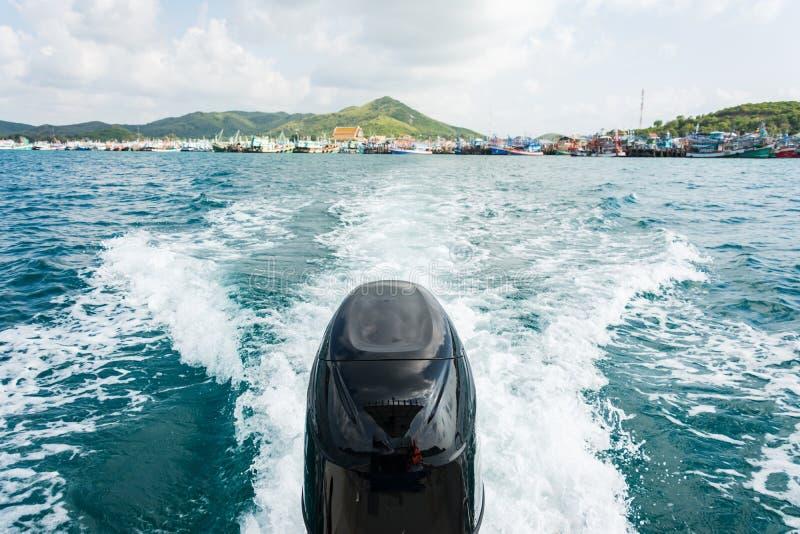 Moteurs de bateau de vitesse avec la commande à toute vitesse image stock