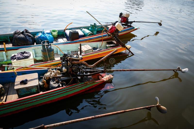Moteurs de petits bateaux photo libre de droits