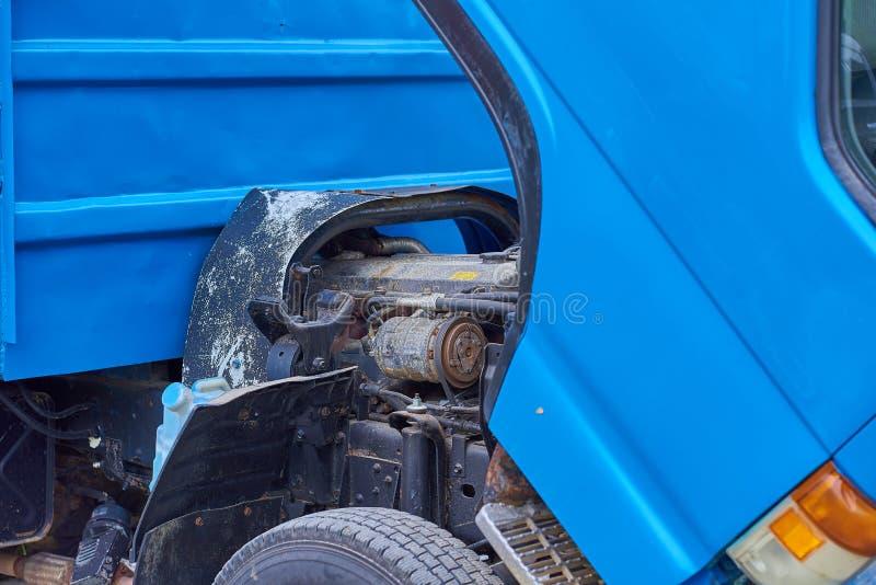 Moteurs diesel, pièces de rechange à l'intérieur des camions et équipement spécial de fin du Japon  image libre de droits