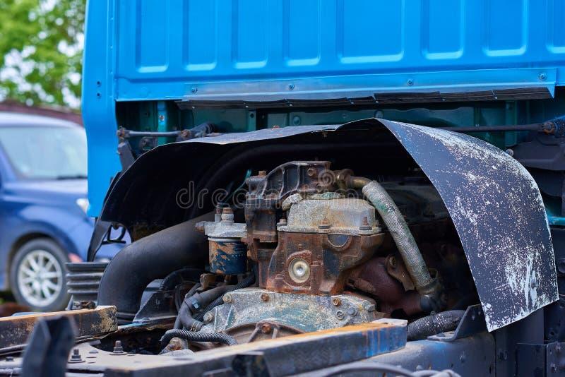 Moteurs diesel, pièces de rechange à l'intérieur des camions et équipement spécial de fin du Japon  image stock
