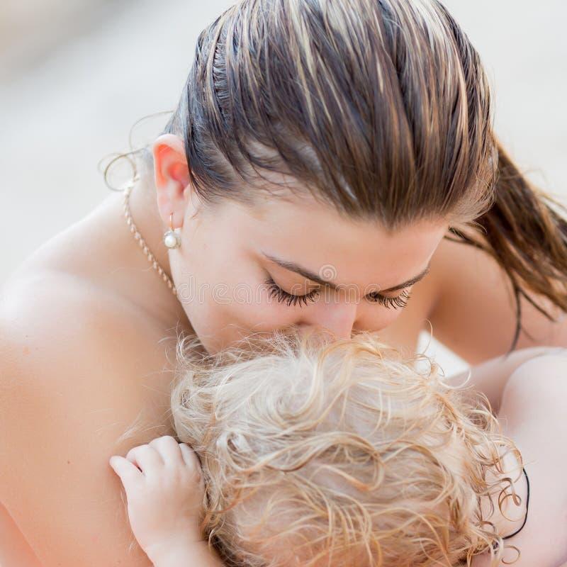 women-naked-at-sea
