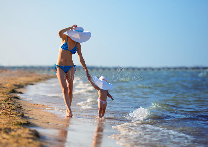Download Mother And Daughter On Beach Stock Image - Image: 25992099