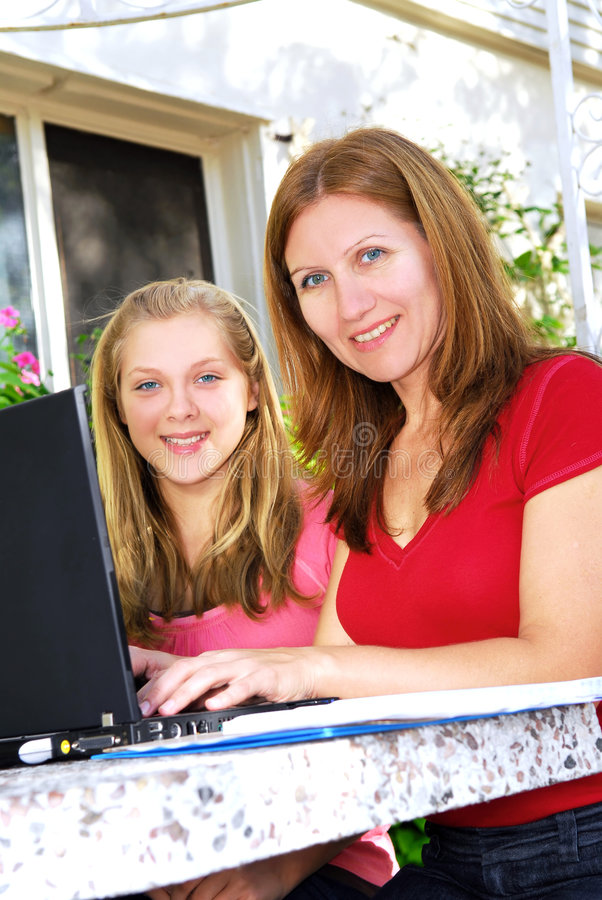 Mother and daughter with compu royalty free stock photos