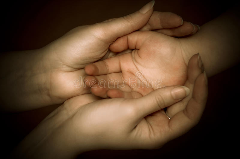 Download Mother´s Liebe stockfoto. Bild von mutter, familie, holding - 13722028