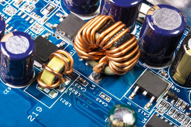 Motherboard, CPU-Kühler Impulsquellstromkreise stockfoto