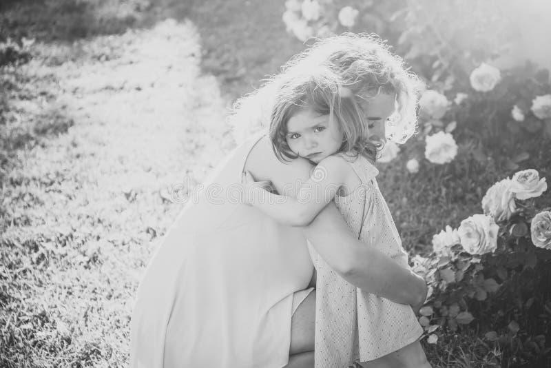 motherhood förälskelsemoder s Fostrar dagbegrepp arkivbild