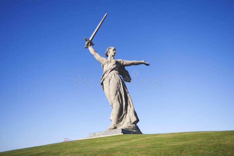 motherland Mamayev Kurgan - ιστορικός αναμνηστικός σύνθετος στοκ εικόνες με δικαίωμα ελεύθερης χρήσης