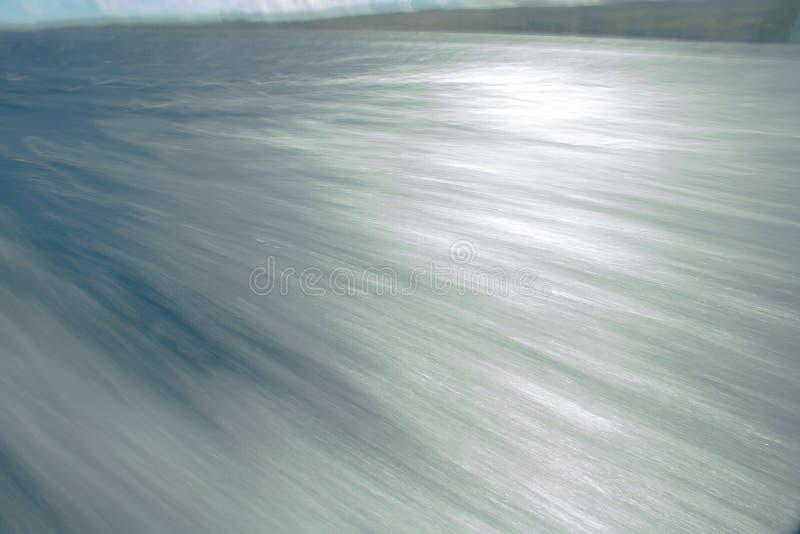 Download Motie Op Oceaanoppervlakte In Zilveren En Blauw Stock Foto - Afbeelding bestaande uit mensen, boot: 107703656