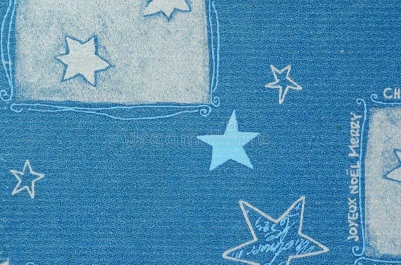 Motif bleu de Noël sur le carton de papier avec l'effet trouble photographie stock