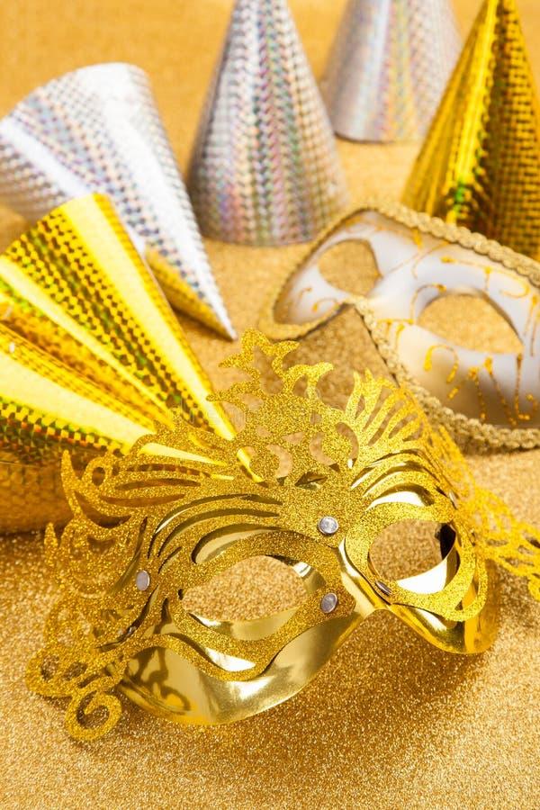 Motif de carnaval et de réception avec le masque de carnaval et le chapeau de réception image stock
