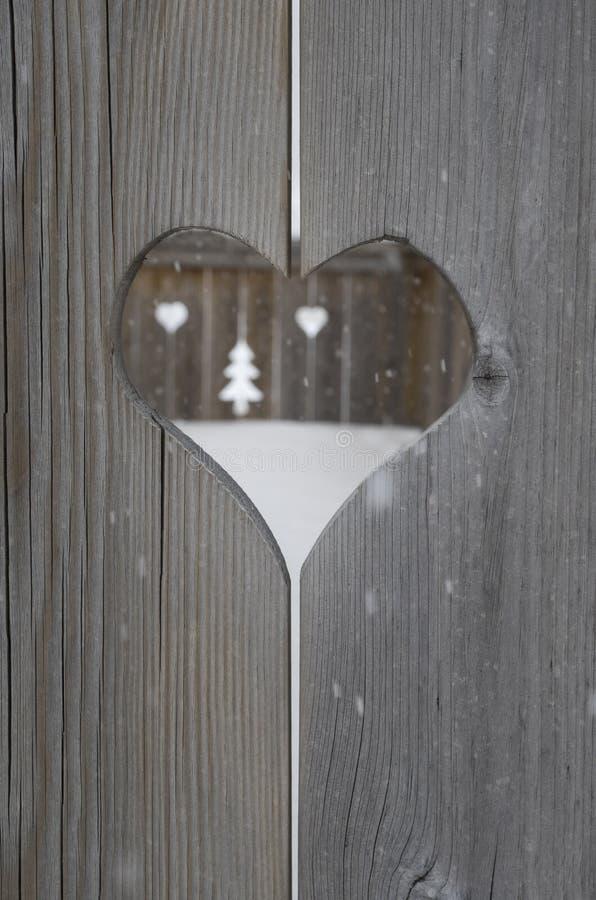 Motif de coeur dans les panneaux en bois de volet photo libre de droits