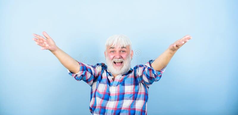 ?motion positive Type chanceux de hippie réussi Joyeux gai heureux de grand-papa Enfin retraite Retraité réussi image stock