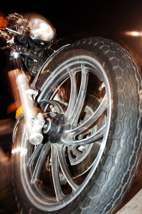 Download Motion wheels στοκ εικόνες. εικόνα από κύκλος, βράδια, μοτοσικλέτες - 103800
