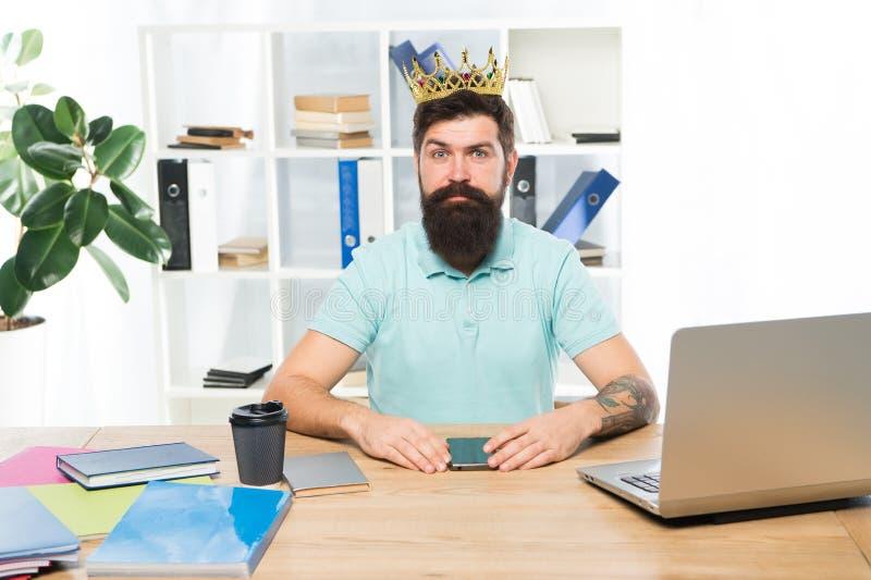 Motivatie en beloning Bedrijfs succes Chef- bureau Grote werkgever in kroon Succes Leiding Chef- grootste bureau - stock afbeelding