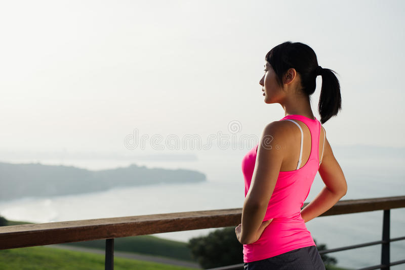 Motivation asiatique de séance d'entraînement de femme de forme physique images libres de droits