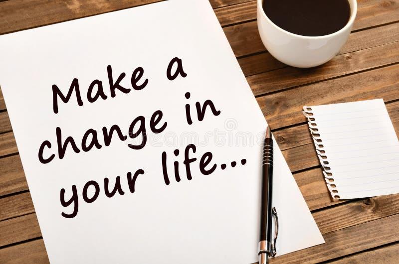 Motivational citationstecken Gör en ändring i ditt liv fotografering för bildbyråer