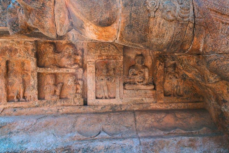 Motive, die Buddha und seine Schüler, Airavatesvara-Tempel, Darasuram, Tamil Nadu darstellen stockfoto