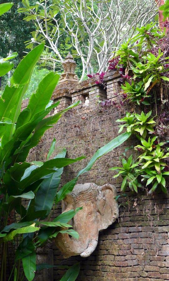 Motivi tranquilli del tempio, Wat Pha Lat fotografia stock libera da diritti