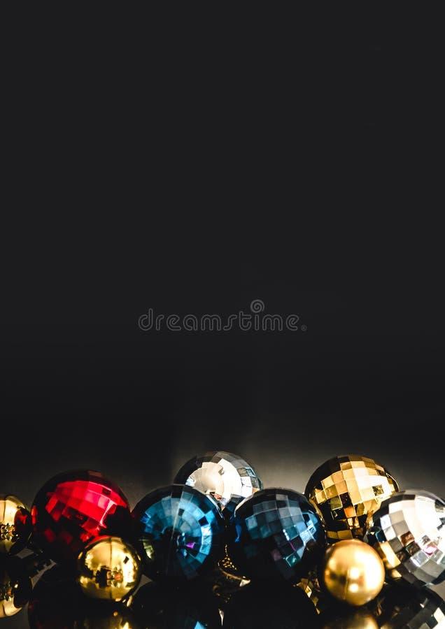 Motivo colorido de las chucherías de la Navidad, vertical fotos de archivo