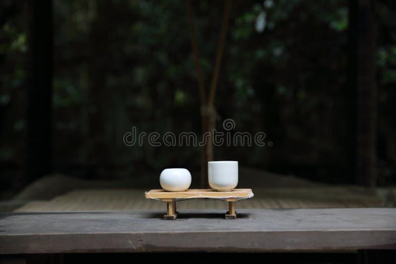 Motivo japonés en la madera en templo japonés del bosque foto de archivo