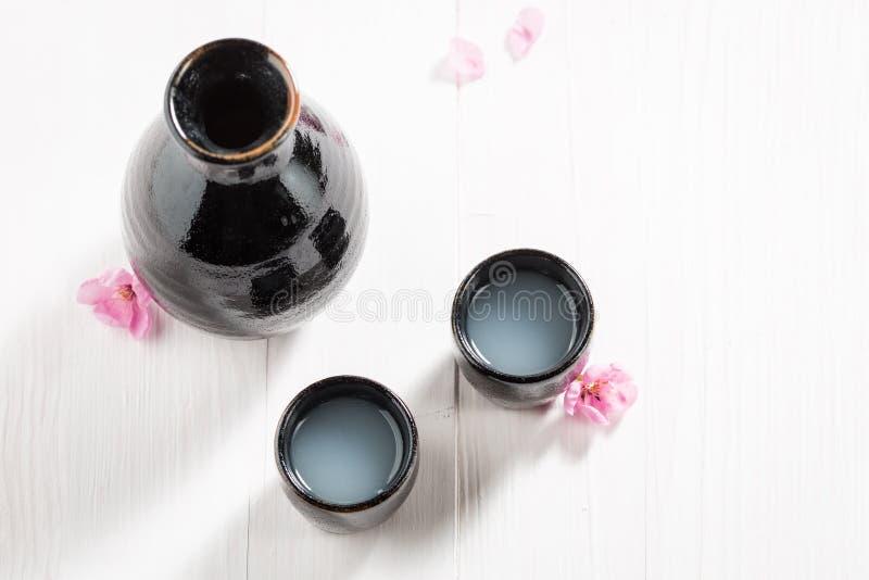 Motivo tradicional y delicado en cerámica negra vieja imágenes de archivo libres de regalías