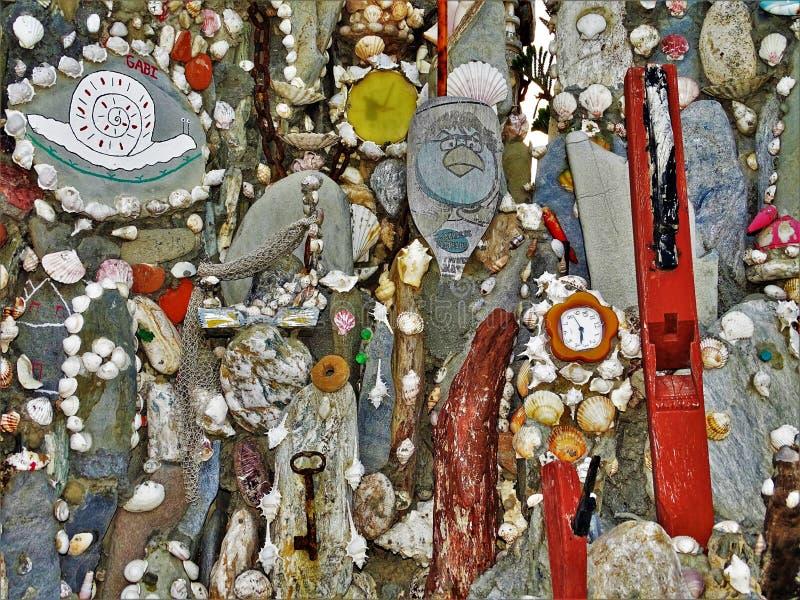Motivos coloridos do mar do fundo das pedras foto de stock
