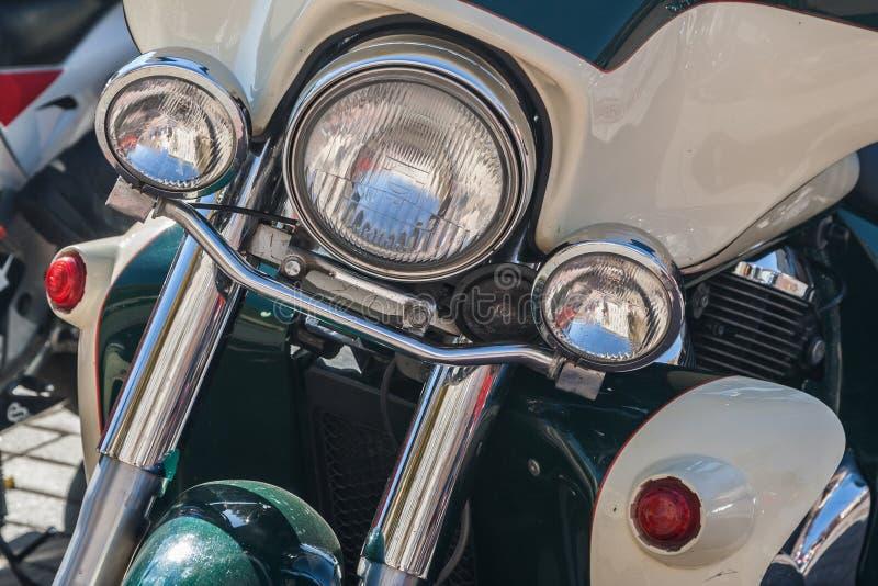 Moto à la fermeture de ressort de la saison de moto images stock