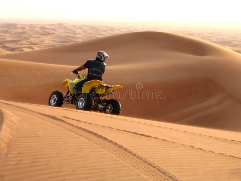 Moto dans le désert, Dubaï EAE images libres de droits