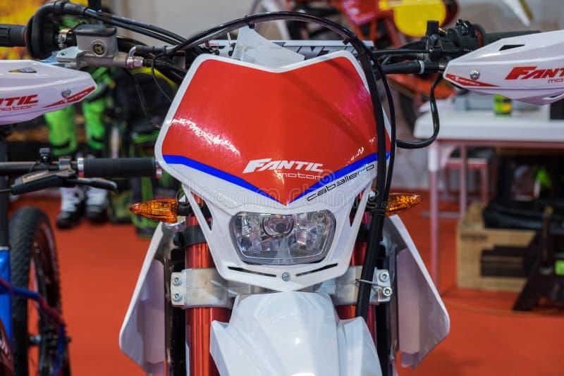 Moto del caballero del motor de Fantic en el motorshow El motor de Fantic es fabricante italiano de motocicletas fotografía de archivo libre de regalías