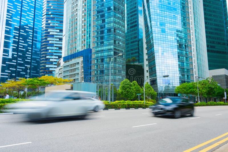 Moto del centro dell'automobile della strada di Singapore immagini stock libere da diritti