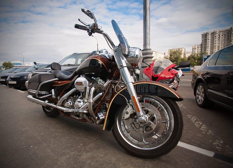 Moto garée sur le trottoir photos libres de droits