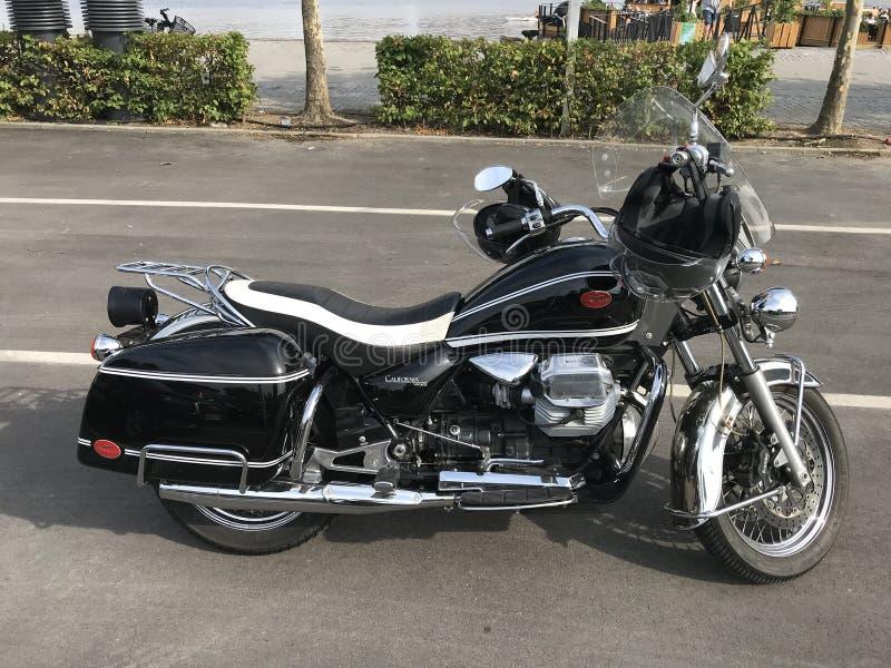 Moto Guzzi加利福尼亚葡萄酒黑色摩托车-储蓄照片 免版税库存照片