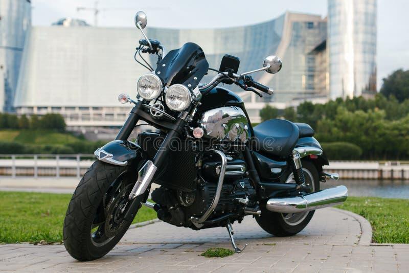 Moto noire 1 de roadster photographie stock