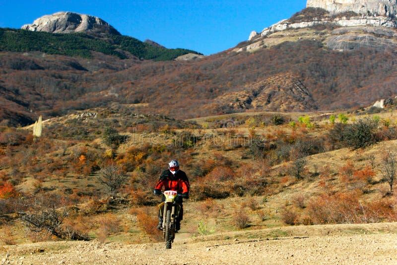Moto Rennläufer auf dem Weg stockfotografie