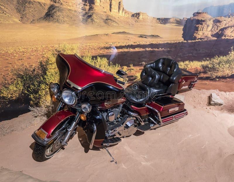 Moto ultra classique 1995 de Harley Davidson d'Electra-glissement à l'exposition dans le musée de voiture du Roi Abdullah II à Am photo stock