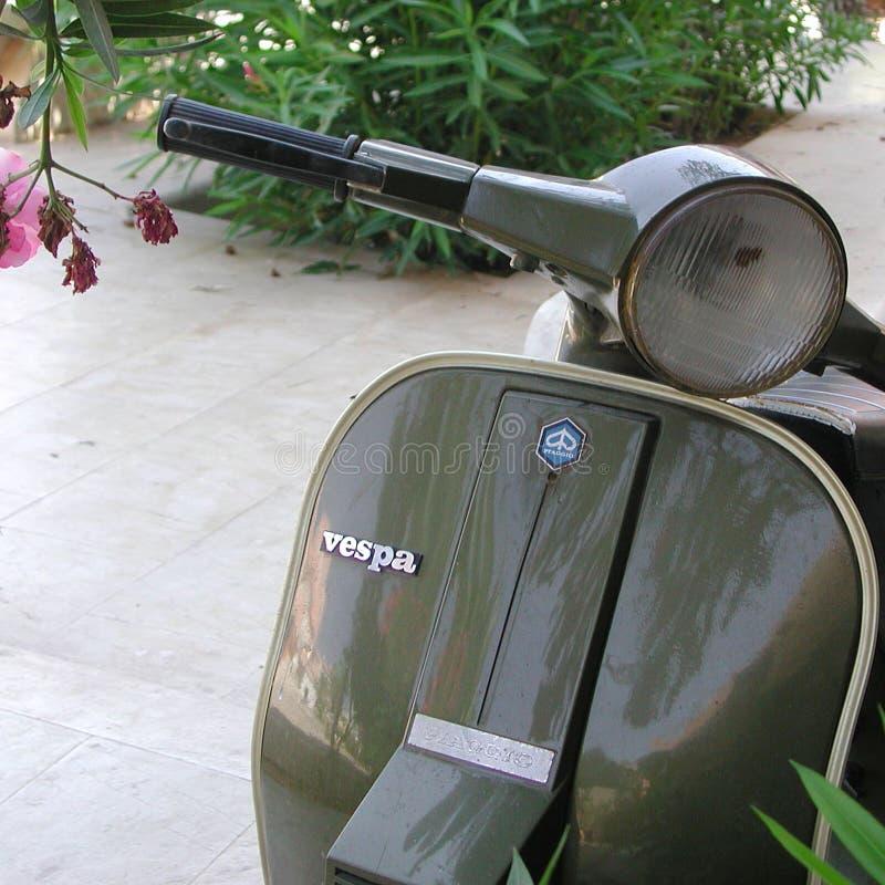 Moto verde del Vespa foto de archivo libre de regalías
